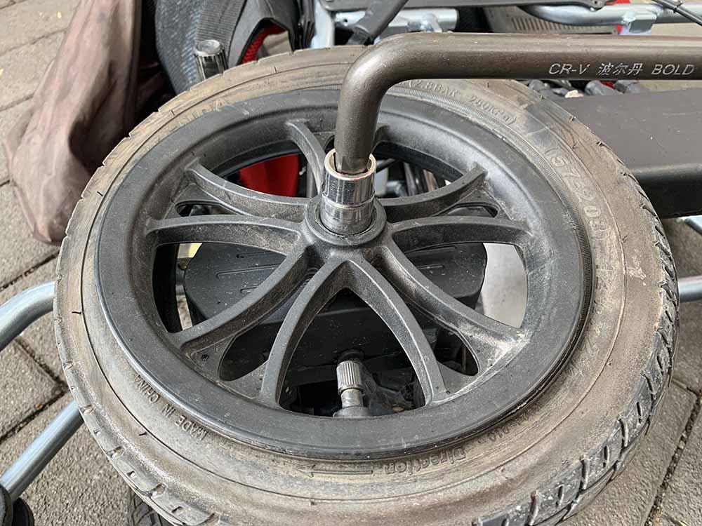 需要更换的12寸后轮